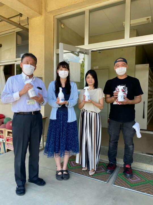 朝霞市内の小中学校15校に、ミストファン扇風機と無塩微酸性電解水WAVEの寄付を致しました。